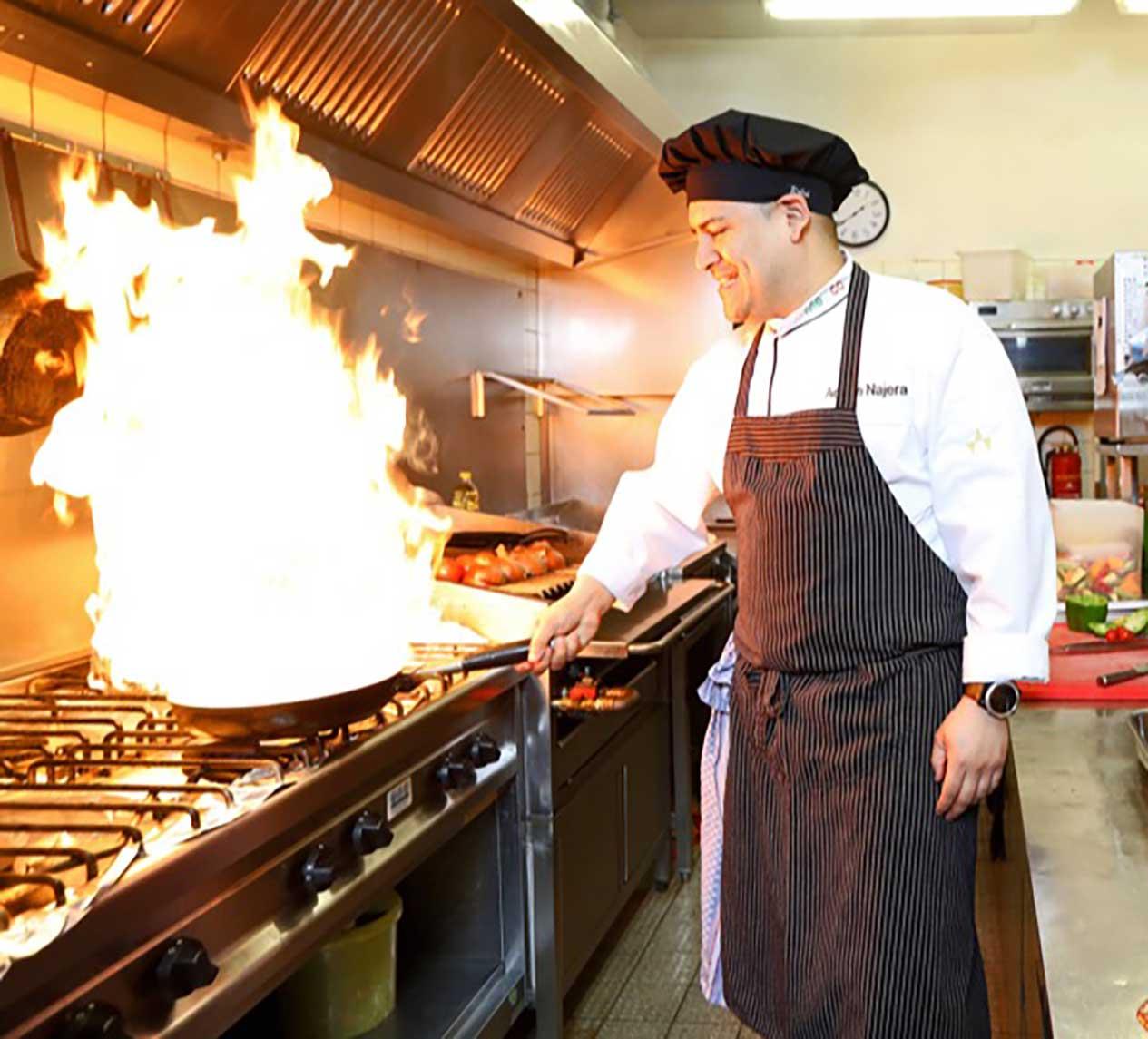 Unser Koch an der Arbeit